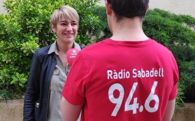 L'alcaldable de Junts per Sabadell, Lourdes Ciuró, atenent a Ràdio Sabadell | Cedida