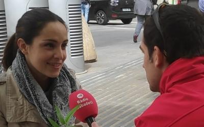 Irene Monés, número 5 de la candidatura de Sabadell En Comu, parlant amb Ràdio Sabadell | Cedida