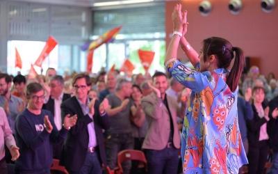 Marta Farrés, i al públic Salvador Illa i Pol Gibert, número 2 i diputat al Parlament | Roger Benet