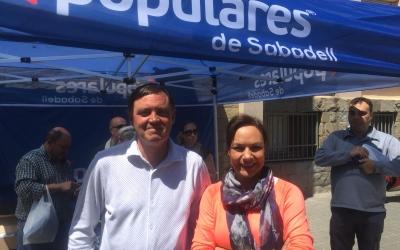 Esteban Gesa i Cuca Santos a la carpa informativa de La Creu Alta | Ràdio Sabadell
