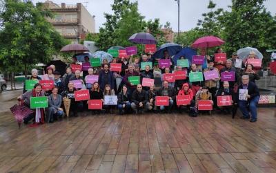 Foto de família a la Plaça del Pi amb els assistents al tancament de campanya | Pau Duran