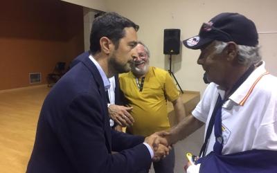 Damià Calvet entregant les claus al veïnat  | Ràdio Sabadell