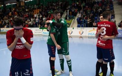 Álex Llamas va acabar amb llàgrimes el partit definitiu contra el Jaén, però l'eliminació no treu mèrit a la gran temporada de l'Osasuna Magna. | Patxi Cascante