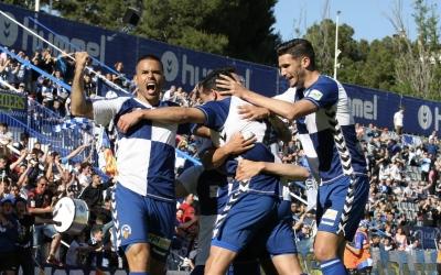 Celebració arlequinada després del gol contra l'Ejea | Sendy Dihör