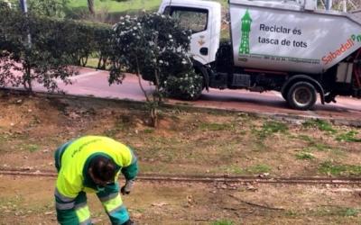 Un treballador d'Smatsa fent tasques de neteja | Cedida