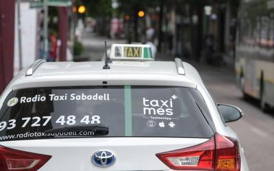 Una enganxina permetrà saber els taxistes que s'hi han adherit | Roger Benet
