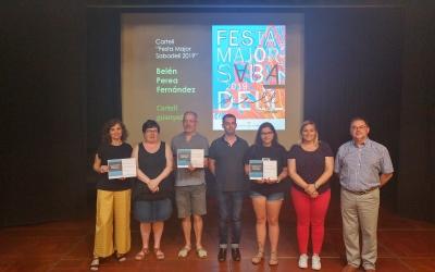 Belén Perea acompanyada dels regidors i membres del jurat | Ràdio Sabadell