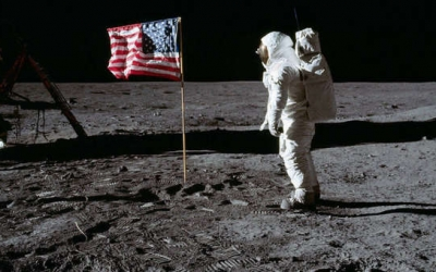 La primera missió a la Lluna   NASA
