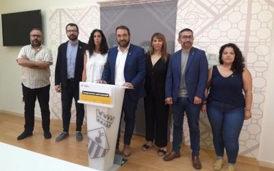 Els set regidors d'ERC durant la roda de premsa d'aquest matí