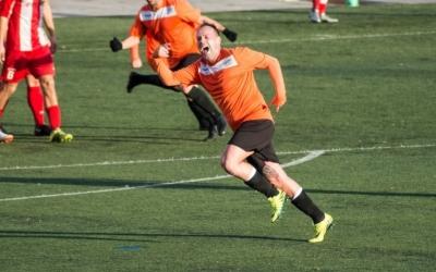 Víctor Nicolás tornarà a vestir la taronja aquesta temporada. | Arxiu