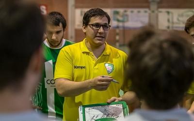 Gerard Gomis dirigint l'OAR Gràcia a finals de la passada temporada | Èric Altimis