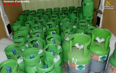 Bombones de gas freó recuperades pels cossos policials | Mossos d'Esquadra