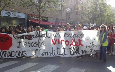 Una de les manifestacions per reclamar l'Institut Can Llong i l'Escola Virolet/ Arxiu Ràdio Sabadell