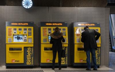Màquines expenedores de bitllets d'una estació dels FGC a Sabadell | Roger Benet