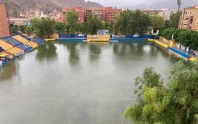El terreny de joc de Los Arcos va quedar inundat després de la gota freda   Orihuela CF
