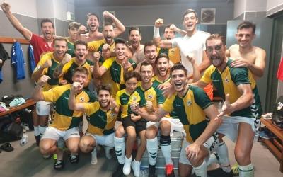 Els jugadors arlequinats celebren la victòria al Rico Pérez | CES