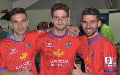 Leira, amb la samarreta del Teruel, al mig entre els també gallecs Aitor Aspas -cosí de Iago Aspas- i l'exarlequinat Diego Peláez (dreta) | Twitter