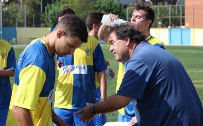 Quico Díaz donant indicacions als seus jugadors diumenge passat a Ca n'Oriac | Pau Vituri