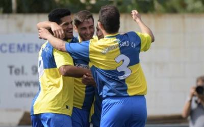 Pinya arlequinada en un dels dos gols d'Albert Luque ahir a Ca n'Oriac | Roger Benet