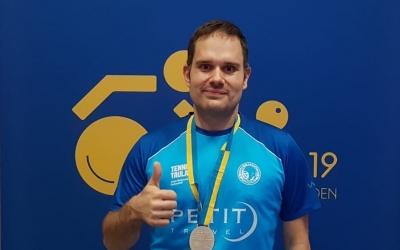 Jordi Morales lluint la samarreta del Natació Sabadell a Suècia | CNS