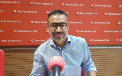 Gabriel Fernández, als estudis de Ràdio Sabadell/ Núria Garcia
