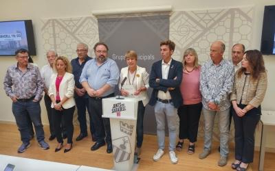 Ciuró rodejada de l'equip redactor de les propostes Sabadell 19/23   Ràdio Sabadell