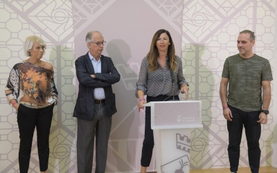 Els impulsors d'AMOH, la regidora de Salut (Centre) i el doctor Eugeni Saigí/ Roger Benet