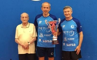 Santi Vidal (esquerre) i Pere Weisz (centre), protagonistes a Can Llong. | CNS Tennis Taula