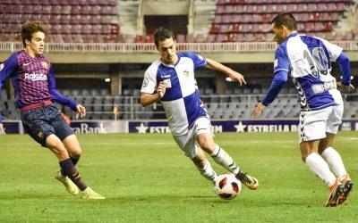 Josu Ozkoidi amb la pilota en el partit de la temporada passada | Críspulo Díaz