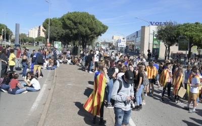 Els estudiants a la plaça del Mil·lenari/ Roger Benet