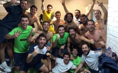 Celebració escolàpia després d'aconseguir el passi | Futsal Pia