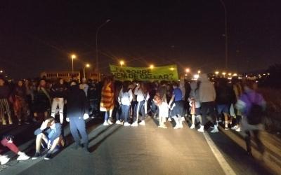 Manifestants tallant l'accés a la C-58 | Pere Gallifa