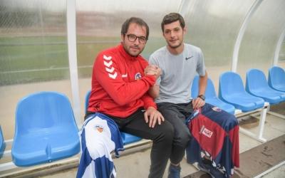 Lladó i López, en un gest esportiu abans del derbi | Roger Benet