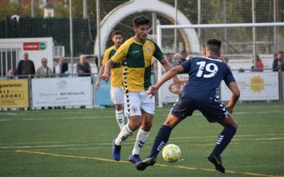 Adri Cuevas, encarant un rival a Llagostera | Críspulo Díaz