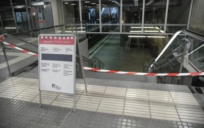 Imatge dels accessos tancats a l'estació Can Feu-Gràcia | Roger Benet