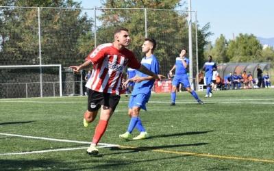 Fran Espinosa celebra el primer gol del Tibidabo. | Críspulo Díaz