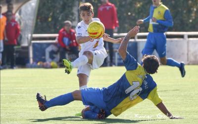 El jugador arlequinat Marc Martí va rebre l'entrada que va suposar l'expulsió del jugador del Parets | Xavier Galiana