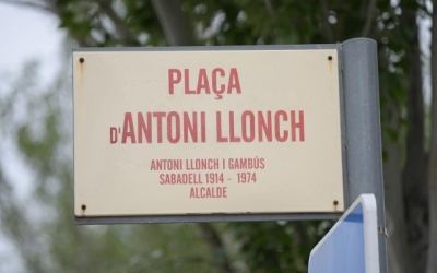 La placa de la plaça Antoni Lloch desapareixerà aviat | Roger Benet