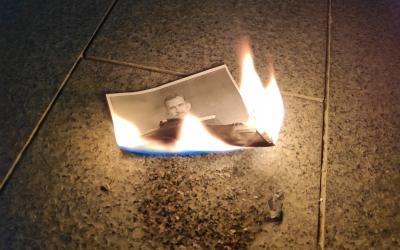 200 persones cremen imatges del Rei al centre de Sabadell | Pau Duran