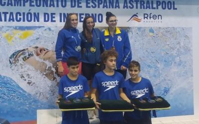 Marina Garcia (esquerre), en el podi a Gijón | RFEN