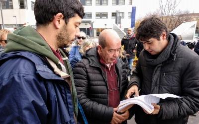 Xavi Pallicer, el pare de Ferran Jolis, i el seu advocat amb la querella davant els Jutjats de Sabadell | Helena Molist