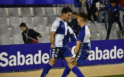 Aitor Pascual, celebrant el gol que va marcar-li al Badalona amb Aarón Rey | CE Sabadell