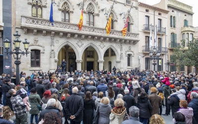 Unes 200 persones s'han agrupat aquest matí a Terrassa per mostrar el seu suport a la família | Cedida