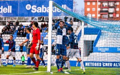Aleix Coch es lamenta d'una ocasió fallada en el darrer partit contra l'Atlético Levante | Sandra Dihör