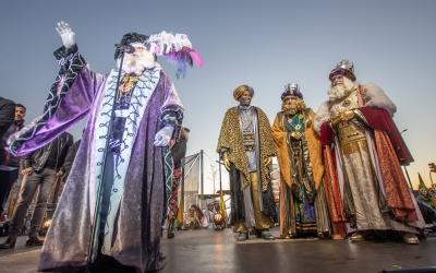 Ses Majestats juntament amb l'Ambaixador Joan en la seva rebuda a la ciutat | Roger Benet