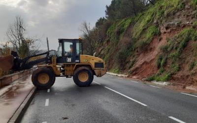 Una excavadora retirant terra a la carretera de Torre-romeu/ Ajuntament de Sabadell
