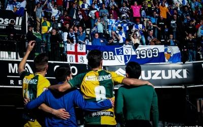 Comunió afició i jugadors després del partit | Sendy Dihör