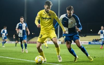 Grego Sierra, en una acció defensiva en el darrer partit al camp del Villarreal 'B' | Villarreal CF