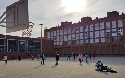 Imatge dels alumnes del Joanot Alisanda jugant al pati   Cedida