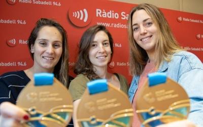 Judith Forca, Laura Ester i Maica Garcia, mostrant les medalles d'or | Roger Benet